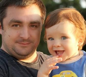 Фотокарточка счастливого папы с малышом. Фотосъемка на природе Днепр.
