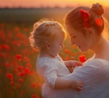 Счастливые мама с ребёнком. Фотосессия в маковых полях. Днепр.