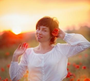 Красивая девушка в маковом поле. Фотосессии на природе. Днепр.