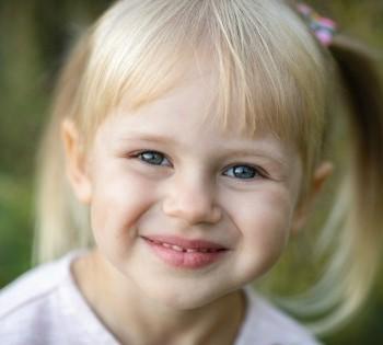 Счастливая дочурка. Фотосессии на природе в Днепре.