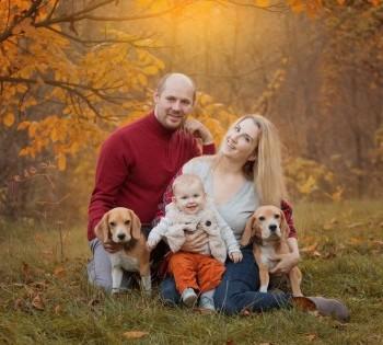 Семейная фотография на природе с домашними питомцами. Фотосессия на природе. Днепр.