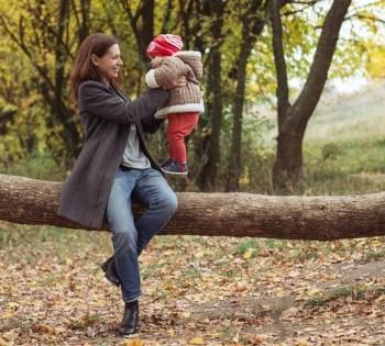 Счастливые мама с ребёнком. Фотосессия на природе. Днепр.