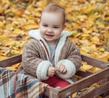 Фотосессия малыша в осеннем парке. Съёмка на природе в Днепре.
